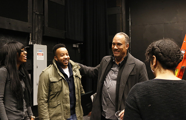 Roger Guenveur Smith with students