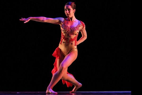Laura Dearman dancing